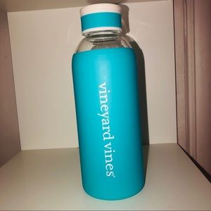 Vineyard Vines Glass 20oz Water bottle